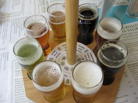 карусель из пив в пивоварном доме в Праге